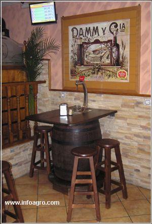 Se vende barricas de ocasion para decoracion de bares tabernas casas rurales restaurantes - Muebles montilla malaga ...